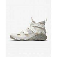 Chaussure de Basket Nike LeBron Soldier XI Femme Clair Noir/Foncé (927LNROU)